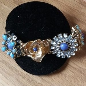 Adjustable flower bracelet